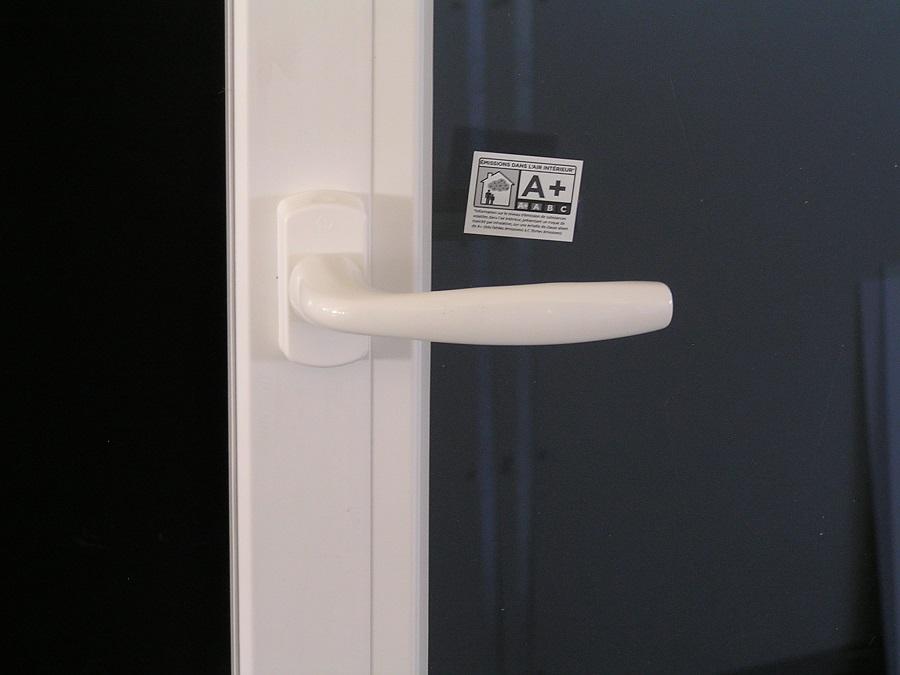 poignée de manœuvre et étiquette efficacité énergétique