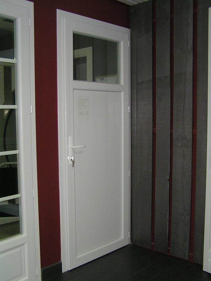 Porte fenêtre serrure (ici porte de service) fermée